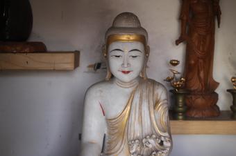 日本初のビルマのお釈迦様