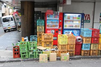 空き缶回収屋にしか見えない酒屋
