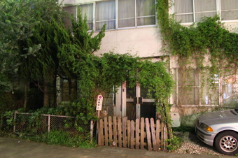 新所沢駅近くの廃墟